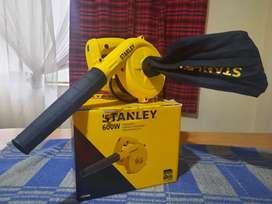 Se vende sopladora-aspiradora marca Stanley