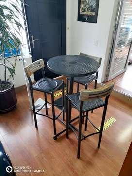 Mesa de exterior con sillas-Metalica