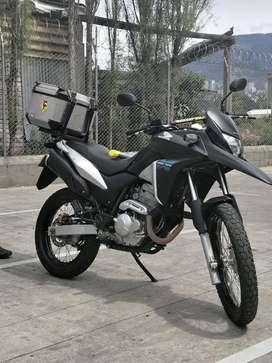 Vendo moto Honda xre300