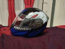 se vende casco abatible reglamentario en excelente estado.