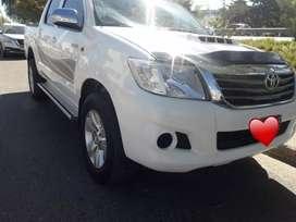 Toyota Hilux 2.5 4x4 año modelo 2012 doble cabina en 177000 kilómetros