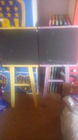 Vendo pizzarones y sillitas con potes de pintura y pinceles más dibujos todo completo