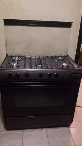Cocina de 5 hornillas usada como nueva