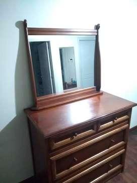 Espejo con marco de cedro