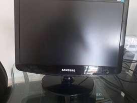 SE VENDE  PANTALLA LCD