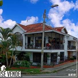 Se vende Casa esquinera en Corales Pereira