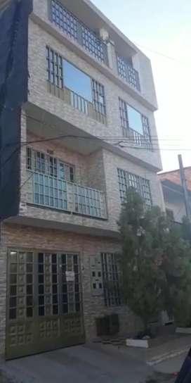 Venta edificio consta de 4 aptos residenciales, generando renta