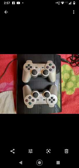 Vendo play 3 super slim con 2 controles