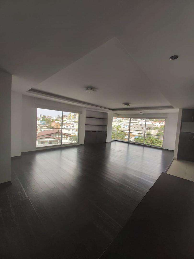 Rento amplio departamento  de 3 dormitorios , Edificio nuevo, muy bien unicado, linda vista . 0