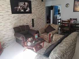 Muebles con 2 mesas d e centro y cojines