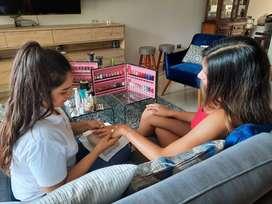 Se requiere Cosmetologas / Manicuristas