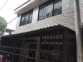 Casa de dos pisos totalmente terminada