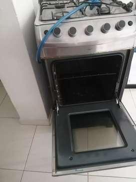 Vendo estufa con horno y comedor $700