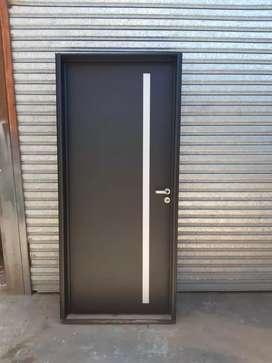 Puerta de frente reforzada