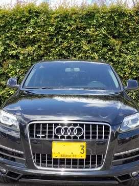 Audi Q7 negra