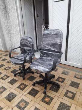 Vendo  sillas de oficinas   con tapicería  nueva