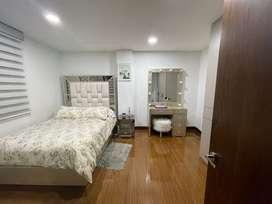 Cama 1,40 x1,90  mesa de noche en vidrio y tocador con luz