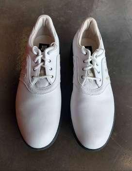 Zapatos de golf mujer marca ADIDAS de talla 8/2, cómodos al contacto con el suelo ligeros, facies de limpiar Adherencia.