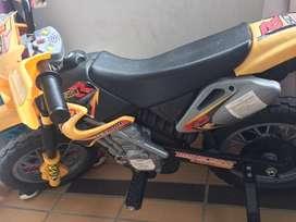 Moto bateria niño