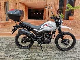 MOTOCICLETA HERO XPULSE 200 MODELO 2021 CON MALETERO, CASCOS Y COMUNICADOR