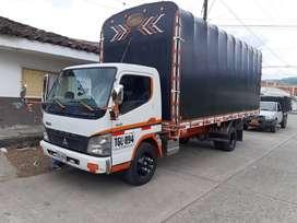 Camión marca Mitsubishi modelo 2016 versión larga 8.2