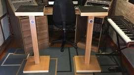 Soporte o bases para parlantes o monitores de estudio de grabación.