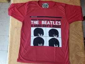 Camiseta con estampado alusivo a los BEATLES