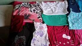 Fardo de ropas más carteras y calzasos