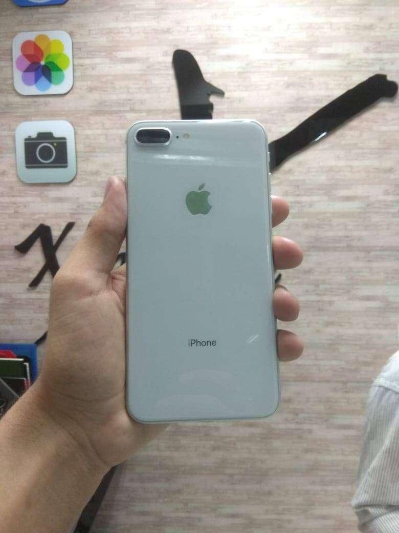 iPhone 8 plus 64gb con garantia + obsequio. 0