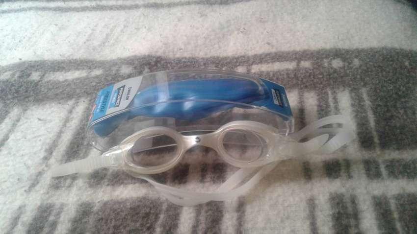 Gorra y lentes para nadar marca Walon 0
