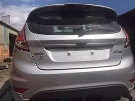 Salvamento y repuestos Ford fiesta titanium