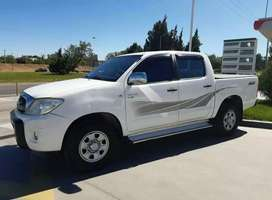 TOYOTA HILUX 2.5 DX PACK 2010 CON 186 MIL KM