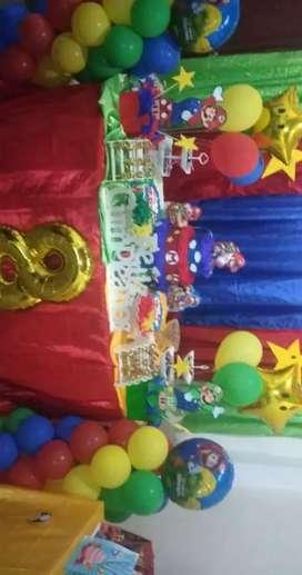 Se vente artículo para fiesta de Mario bro