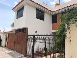 Vendo amplia casa de 200 m2 en residencial cerrada de Cayma