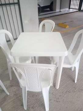 Vendo sillas y mesas RIMAX