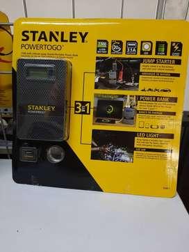 Iniciador de Batería de carro  tipo celular marca Stanley