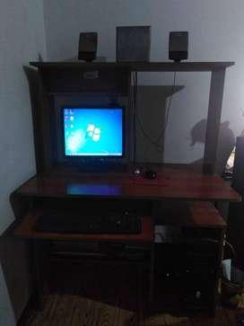 Computador Acer con mueble y parlantes