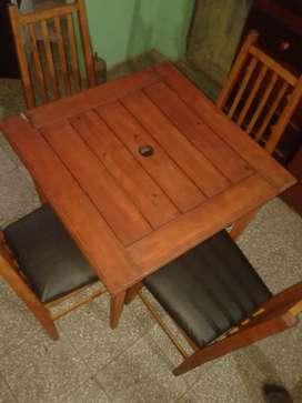 Vendo permuto 4 sillas y mesa de madera impecables sin detalles mesa 120x120