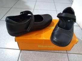 Zapato escolar usado femenino