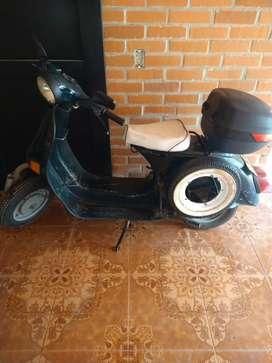 Vendo moto Vespa plus muy buena