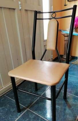Juego de 6 sillas de comedor.-