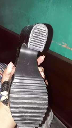 Sandalias de charol y glitters