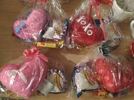 Ideal para regalar! Corazón almohaditas+alfajor triple+chocolate hamlet+chocolate Felfort+caramelos