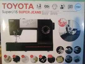 Vendo Maquina de coser Toyota Full Jeans