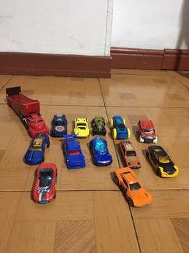 Variedad carros juguete y tractomula