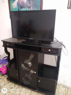 Se vende TV LED Challenger + mesa