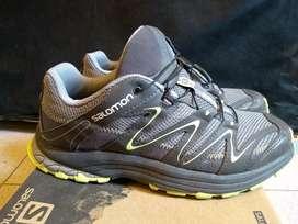 Vendo zapatillas Salomón talle 40 como nuevas
