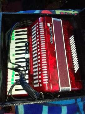Vendo acordeon BENELLI