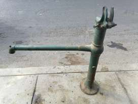 Antiguo caño o Grifo para agua
