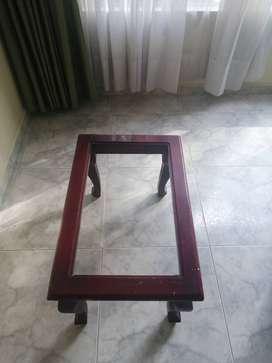 Vendo mesas para sala y atril para biblia